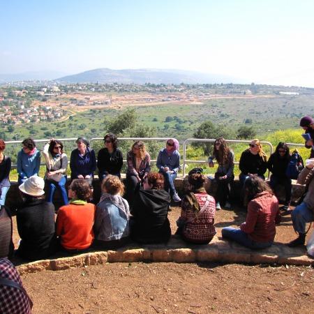 סיור של מרכז מנדל-סכוליון בעקבות התהוות העברית החדשה